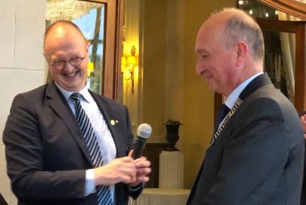 Didier van den Hove ontving de ketting van zijn voorganger Guido Ingels en is onze nieuwe voorzitter 2021-22